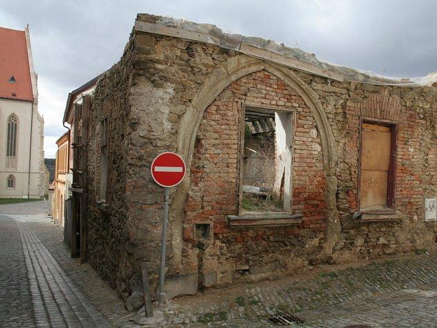Ruiny domu v centru města