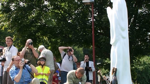 Zřejmě největší atrakcí vyráběnou Vinnými sklepy Lechovice je sekt ukládaný na dno přehrady. Letos se k němu ponořila i socha ztvárňující lechovickou Madonnu.