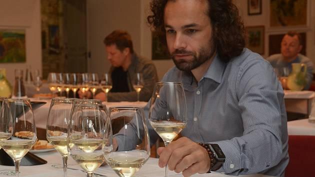 O celkem čtyřicet nových vín s označením vín originální certifikace se rozrostlo VOC Znojmo po zatřiďování na začátku dubna 2019.