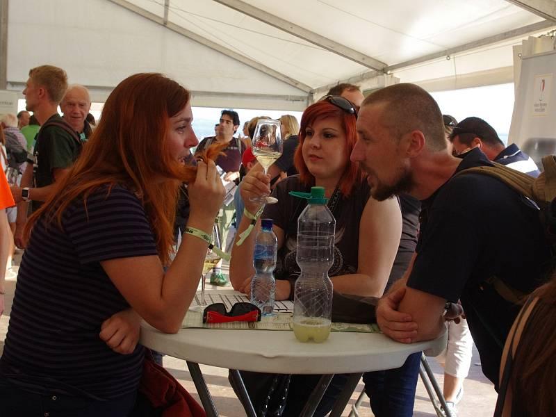 Celodenním programem na dvanácti scénách začalo v pátek tradiční Znojemské historické vinobraní.
