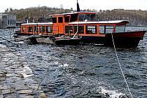VALENTÝNA. Na Vranově vozí cestující od května 2006. Délka 22,5 metru, šířka 4,2 metru, výtlak 25 tun, kapacita 80 cestujících. Loď disponuje spodním uzavřeným sezením a horní otevřenou palubou.