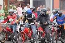 Setkání mopedů v Dobšicích. Ilustrační foto.