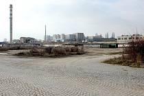 V areálech bývalé Fruty, vojenského prostoru Malá Louka, městských jatek a plánované průmyslové zóny Krystal park, stojí jen pár bývalých budov.