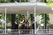 Příznivci lidových písní mohli naslouchat Cimbálové muzice Bača z Valašského Meziříčí.