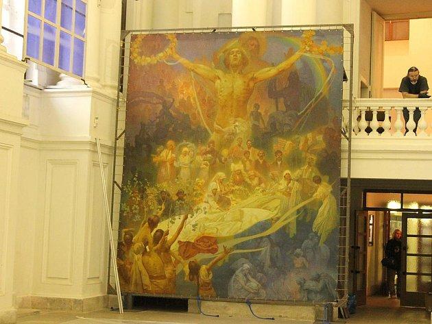 Slovanské epopej se přestěhovala z Moravského Krumlova do Prahy.