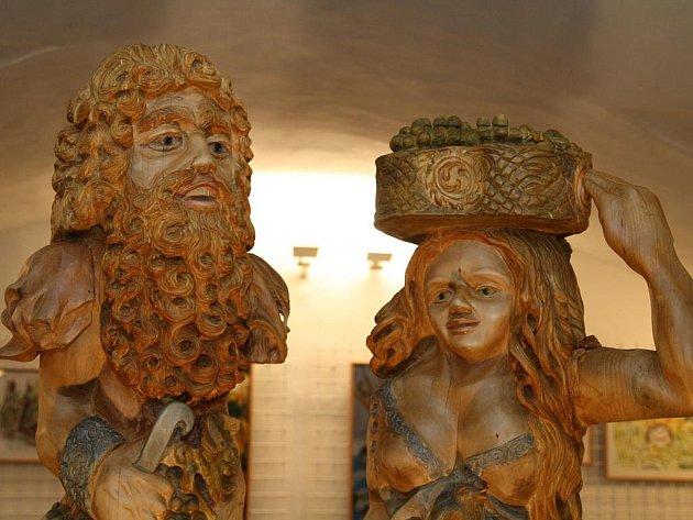 Výstava dřevořezeb Tomáše Motky a dětských výtvarných prací v prostorách vranovského zámku.