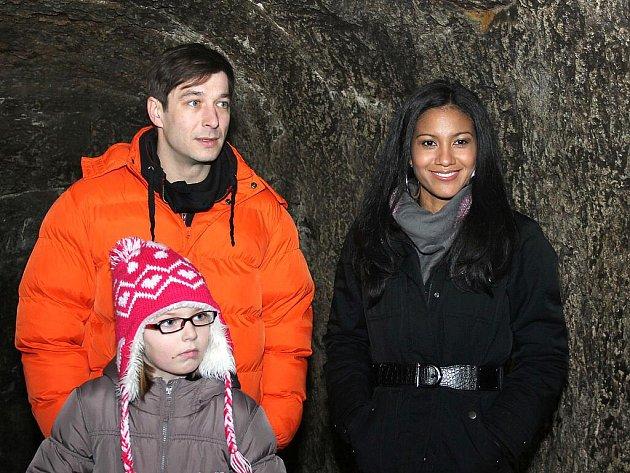 Část štábu (herec Jan Zadražil a kostarická herečka Mary Coronado), který se podílel na natáčení filmu Labyrint se opět vydal do znojemského podzemí.