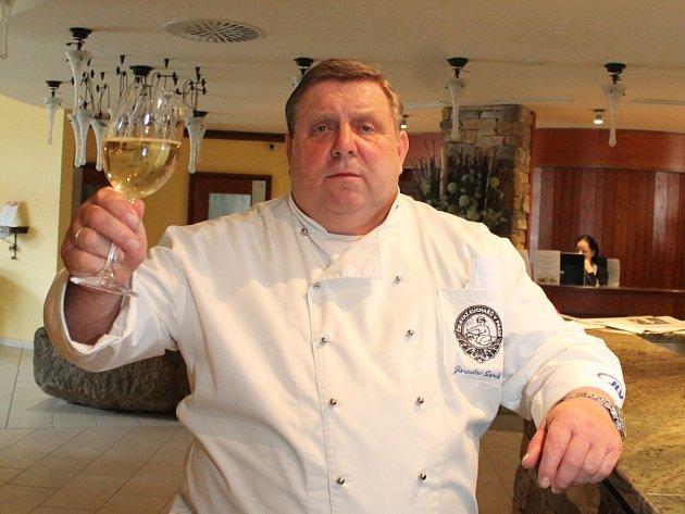 Gastronomické show předvedla v rámci festivalu Znojemský hrozen známá kuchařská rodina Sapíkova v hotelu Prestige.