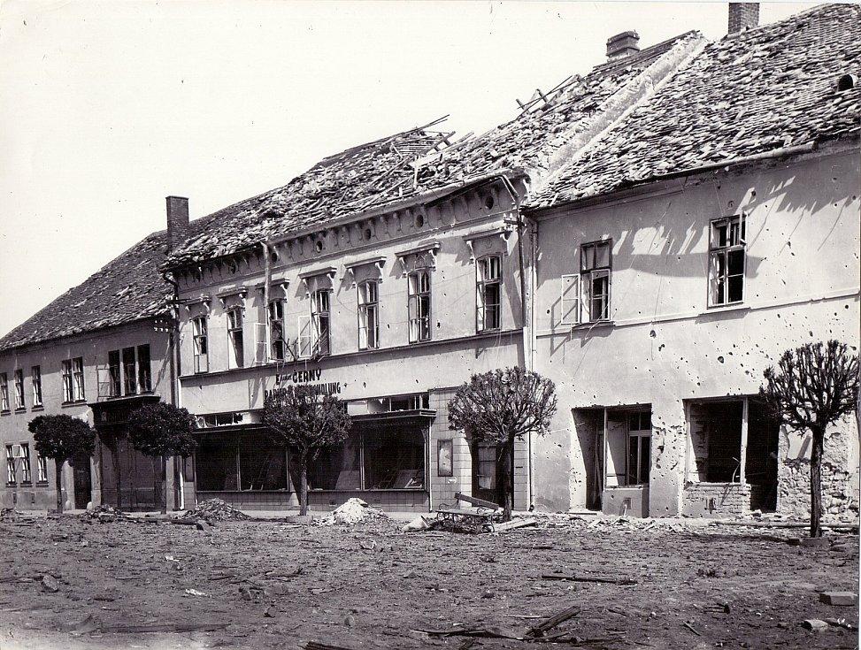 Moravský Krumlov po bombardování Rudou armádou 7.- 8. května 1945.