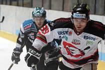 Znojemští hokejisté v utkání s Linzem.