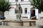 Kašna na Václavském náměstí ve Znojmě.