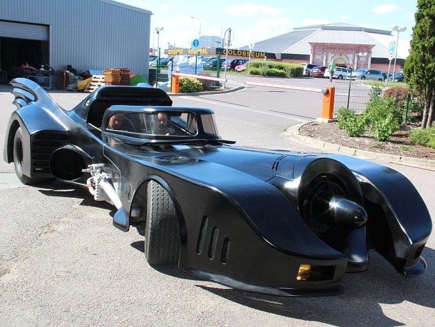 Rakouský podnikatel Ronald Seunig si pořídil auto z filmové série o superhrdinovi Batmanovi. Vystaveno bude na Hatích v chystaném muzeu jukeboxů a flipperů s tematikou superhrdinů.