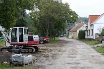 Do druhé etapy vstupují v těchto dnech opravy Údolní ulice v Miroslavi.