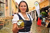 Slavnosti okurek Znojmo 2021, na snímku vítězka Královské okurky Zuzana Boudová
