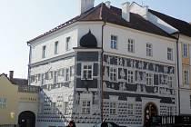 O podporu hlasujících v letošní soutěži o nejlépe opravenou památku se ucház sgrafitový dům v Mikulově.