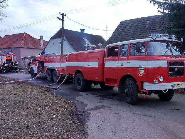 Dvě hodiny likvidovalo pět jednotek hasičů požár stodoly ve Stálkách na Vranovsku.