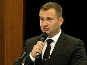 Nový starosta Únanova je jedenapadesátiletý ředitel základní školy Jindřich Bulín.