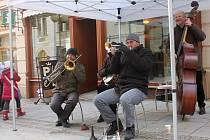 Mrznoucí jazz pod znojemskou radniční věží v podání Kouda's Quartet.
