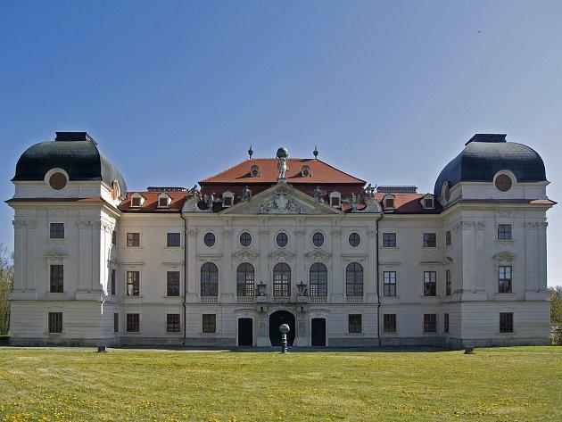 Mistří české abstrakce vystavují v dolnorakouském zámku Riegersburg.
