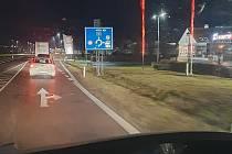 I dvou hodinové čekání v koloně musí přečkat pendleři u hraničního přechodu Chvalovice-Hatě na Znojemsku. Kvůli covidovým kontrolám. Obávají se, co nastane po avizovaném zavedení povinné registrace a testech na covid.