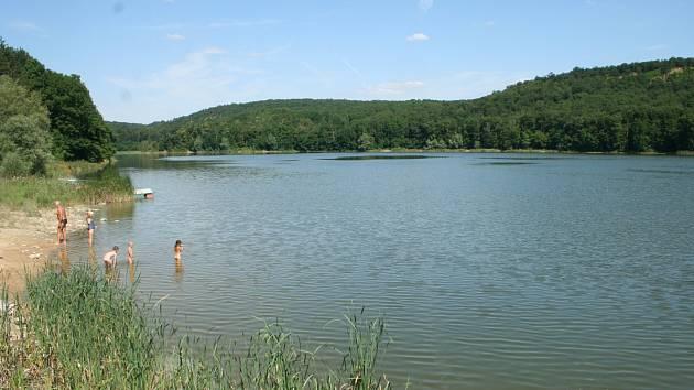 Dunajovická přehrada by měla být již v září zcela bez vody, postupné vypouštění začne v polovině srpna. Důvodem jsou revize a opravy, do kterých se pustí Povodí Moravy.