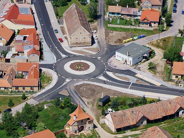 Kruhová křižovatka na Hradišti. Ilustrační foto.