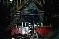 U vranovské přehrady shořela chata.