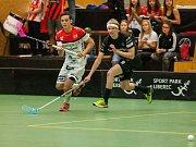 Zápas 1. kola florbalové Tipsport Superligy mezi týmy FBC Liberec a TJ Znojmo LAUFEN CZ se odehrál 1. září v Liberci. Na snímku vpravo Radek Valeš.