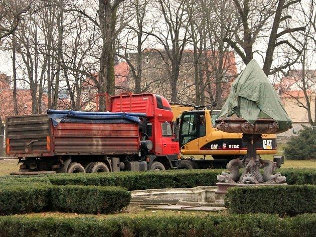 Stavební práce ve znojemském Dolním parku.