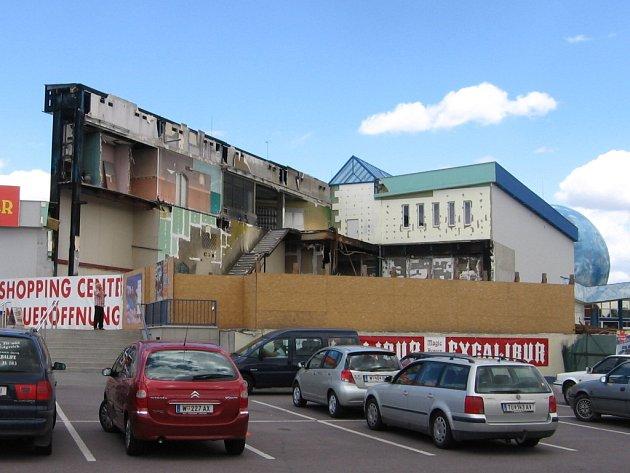 Škody po požáru v Excaliburu se nakonec vyšplhaly na 150 milionu korun.
