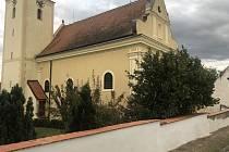 Úpravy v areálu kostela a hřbitova ve znojemských Popicích.