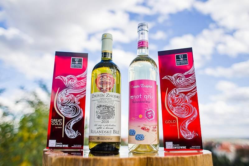Šampionem soutěže Mondial des Pinots 2021 se stalo Rulandské bílé ze Znovínu Znojmo.