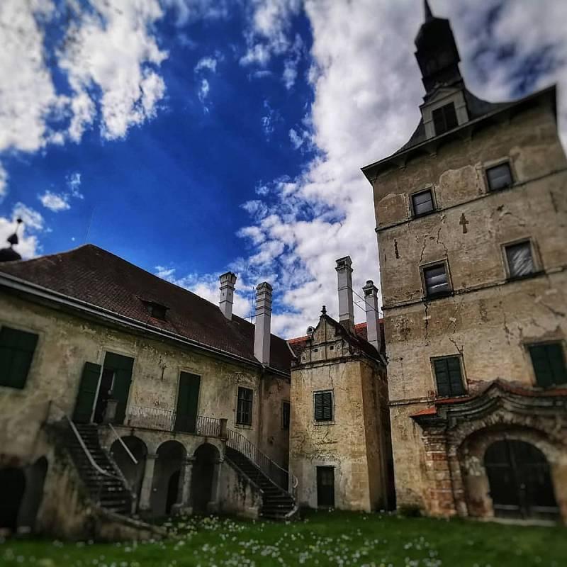 Obnova Státního zámku Uherčice na Znojemsku.