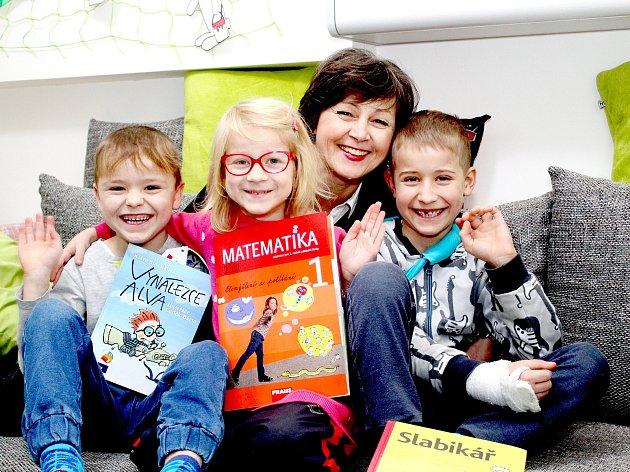 Žáci první třídy Živé školy Znojmo střídní učitelkou Miluší Galatíkovou.