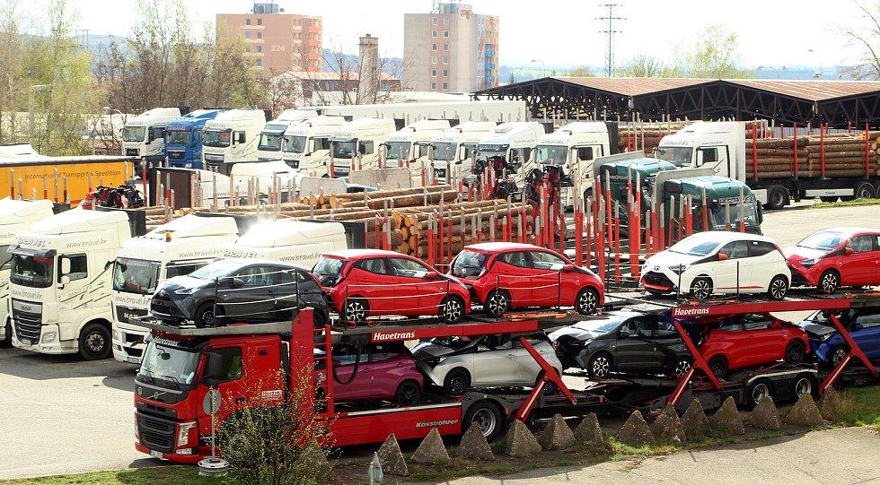Nákladní auta ve Znojmě, ilustrační foto