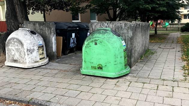 Hyzdící kontejnery v ulicích města chce řešit vedení Znojma.