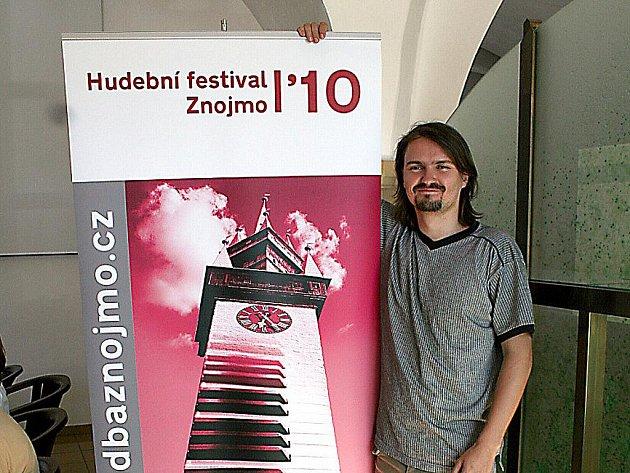 Prezident festivalu Jiří Ludvík otevřel infocentrum Hudebního festivalu Znojmo 2010.