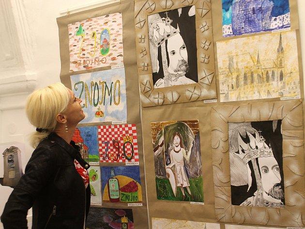 Výstava s názvem Tak to vidíme my. Představuje výtvory žáků znojemské ZUŠ.
