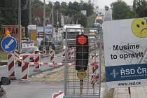Oprava hlavního tahu ze Znojma do Rakouska.