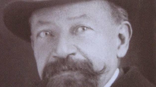 Václav Perek vystupoval proti poněmčování českých dětí ve školách a navrhl zákon (známý jako Lex Perek), který stanovil rovnost obou zemských jazyků.