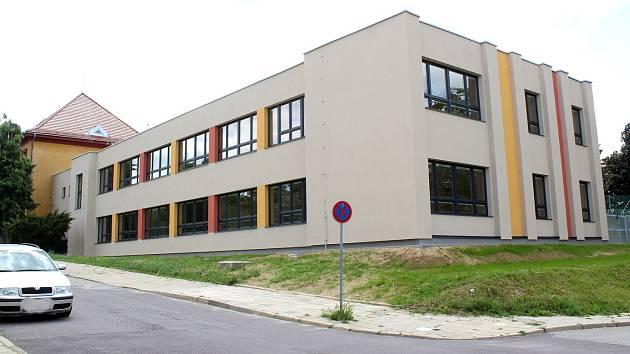 Budova Základní školy Jubilejní park.
