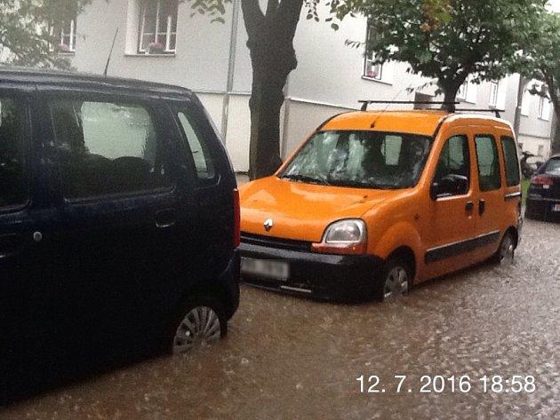 Takto to vypadalo v úterý večer po přívalových deštích ve Znojmě.