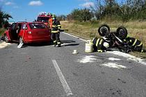 Při střetu osobního auta se dvěma motocykly se u obce Jamolice na Znojemsku těžce zranil motorkář. Přiletěl pro něj vrtulník.