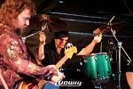 Na znojemské pivní zahrádce na Statku vystoupily poslední červnovou sobotu kapely Nonstop a Led Zeppelin Revival Brno.