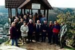28.10.2010 – slavnostní setkání s ŐTK a KČT za účasti pana Wenzla k 10. výročí vybudování Hadeggské vyhlídky. Walter Wenzel je první z prava.