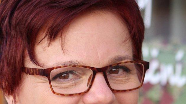Jitka Kubíková založila před lety Patchworkový klub. Zručené ženy pomáhají znojemské nemocnici šitím zavinonaček pro novorozence.