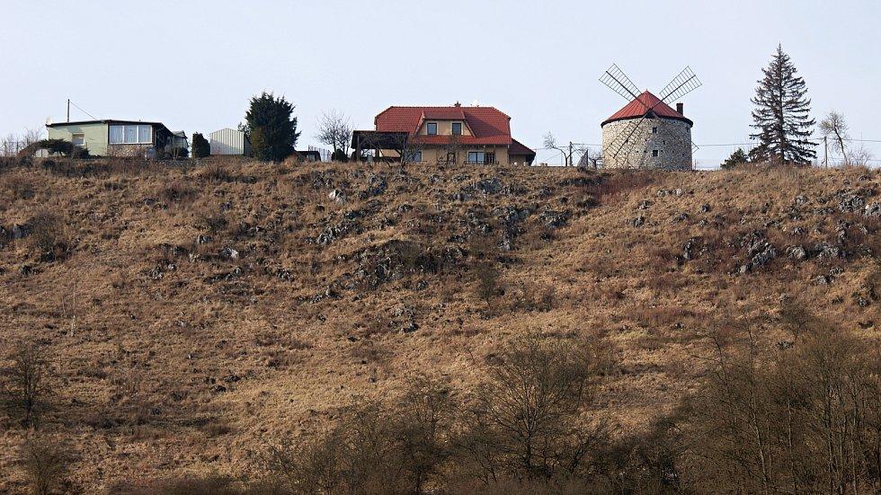 Větrný mlýn v Ostrově u Macochy v Moravském krasu - 20. února 2021