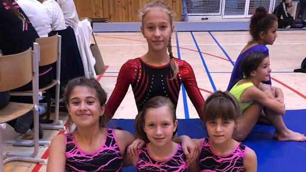 Jedenáct závodnic Klubu sportovní gymnastiky (KSG) Znojmo závodilo během třetího listopadového víkendu na Mikulášském poháru v Táboře. Startovaly v kláních páté, třetí a druhé ligy. Pro Jihomoravanky se jednalo o soutěž před kvalifikací na mistrovství rep