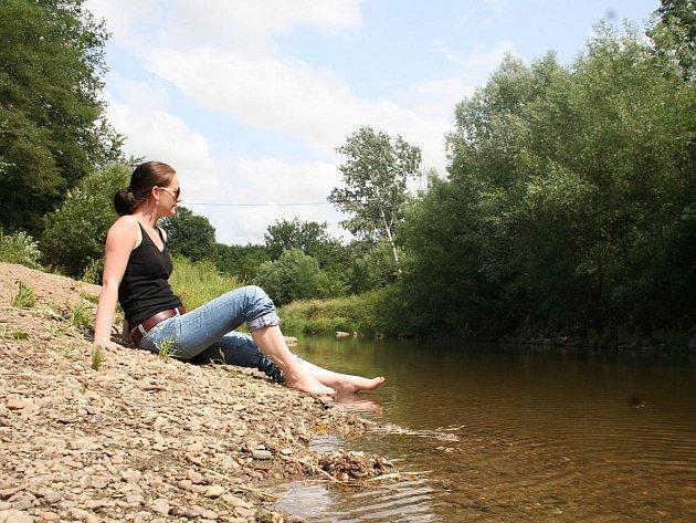 Hraniční řeka dyje mezi Dyjákovicemi a Hevlínem nabízí romantické kouplání a slunění na pláži skryté pohledům.
