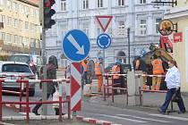Dělníci začali v pondělí 6. března opravovat vodovod v okolí Mariánského náměstí ve Znojmě.